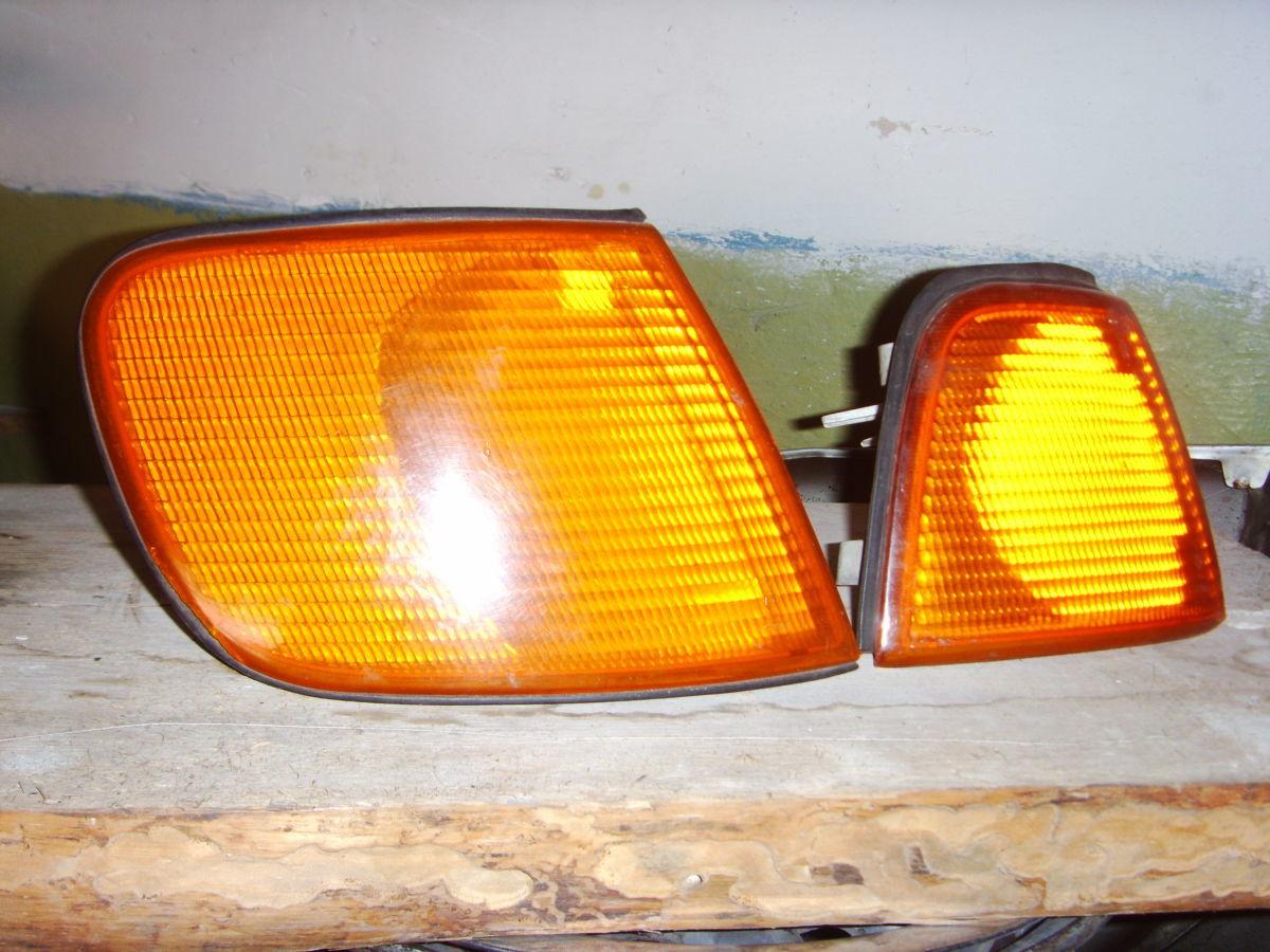 Фото 2 - На AUDI 80/100 87 г.в. правый поворотник оригинальный.