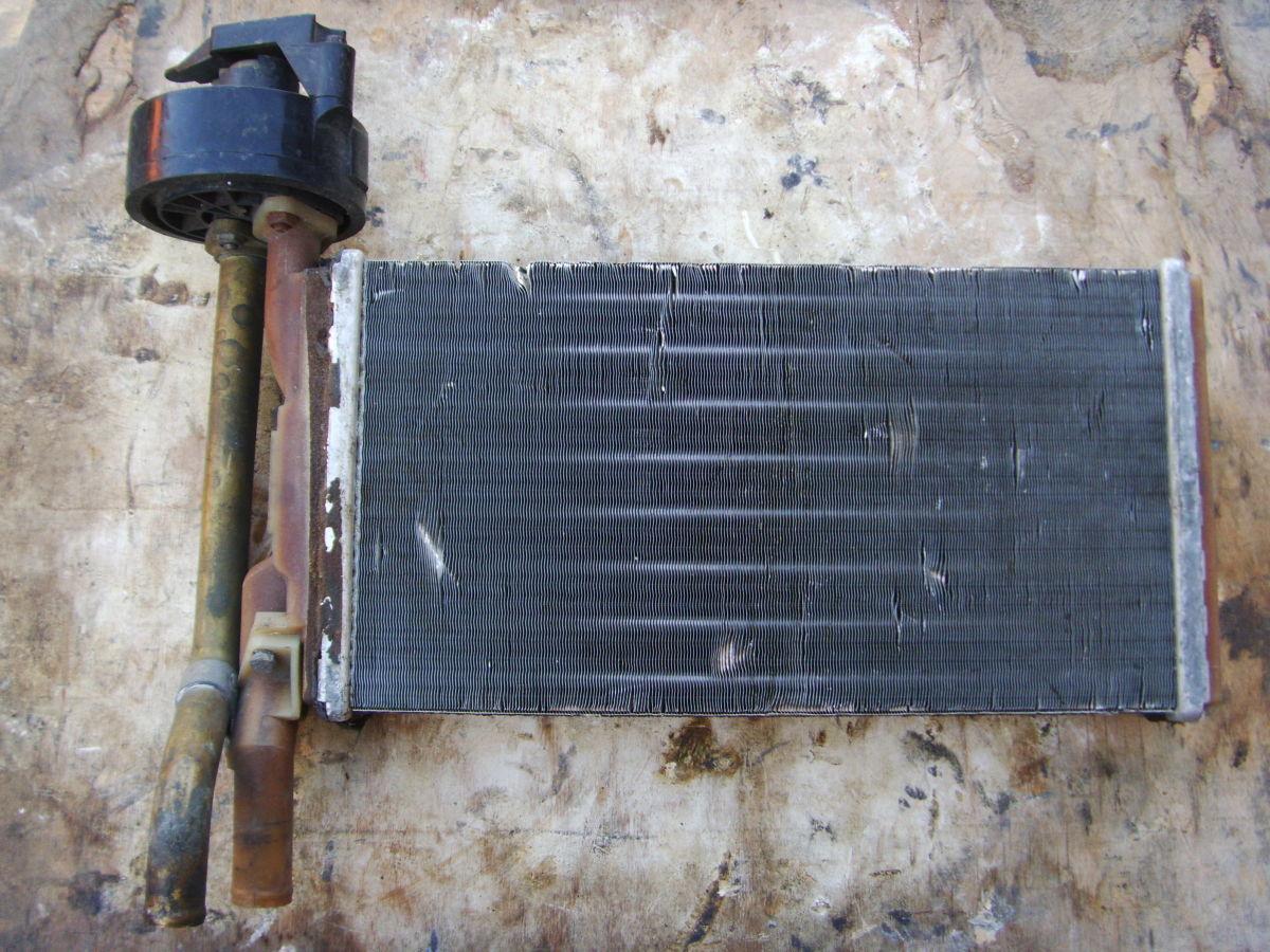 Фото - На BMW 3 (E21) радиатор печки с краником печки.