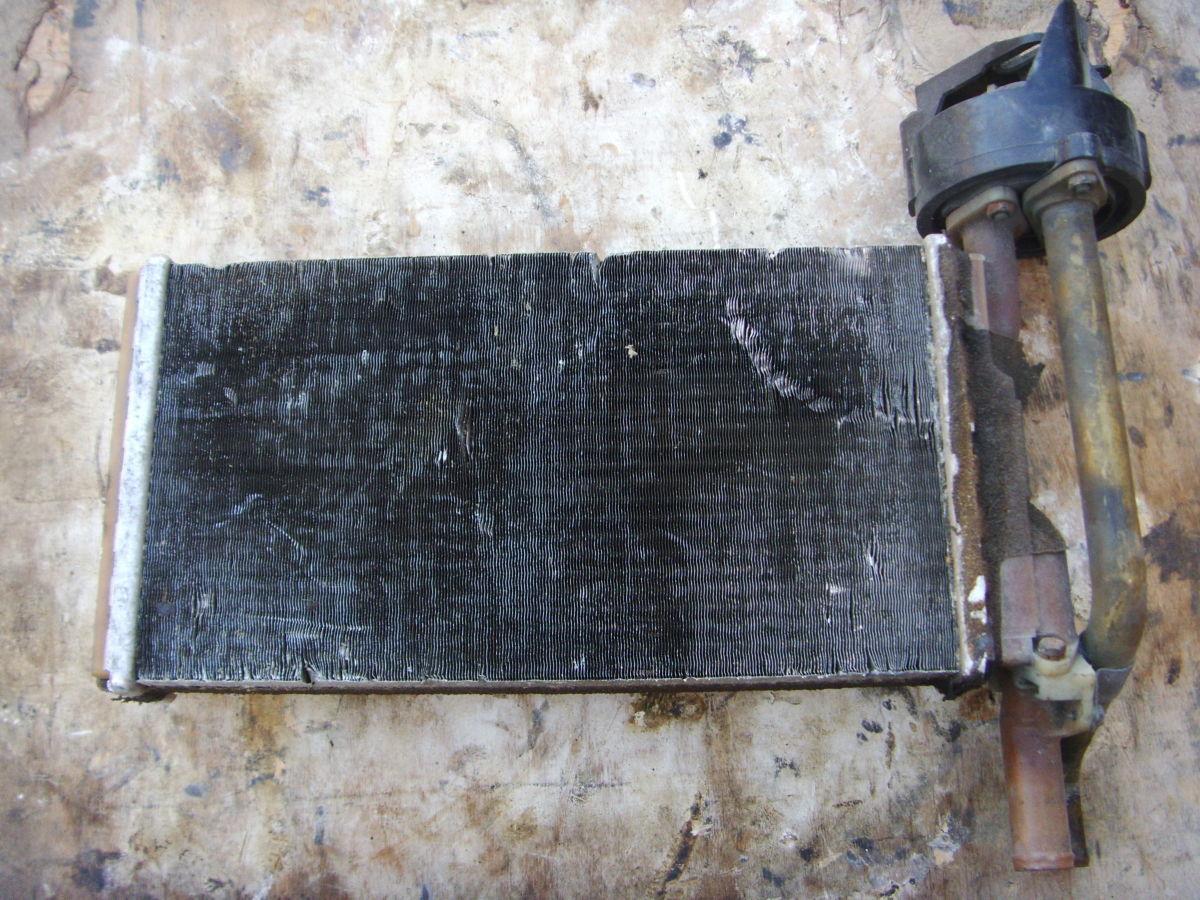 Фото 2 - На BMW 3 (E21) радиатор печки с краником печки.