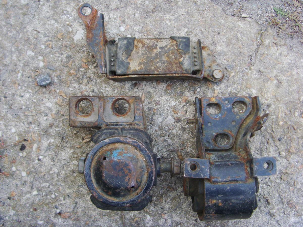 Фото - На Mazda 626 до 91 г.в. 2,0 бенз. (FE, FE-T) подушки двигателя и КПП.