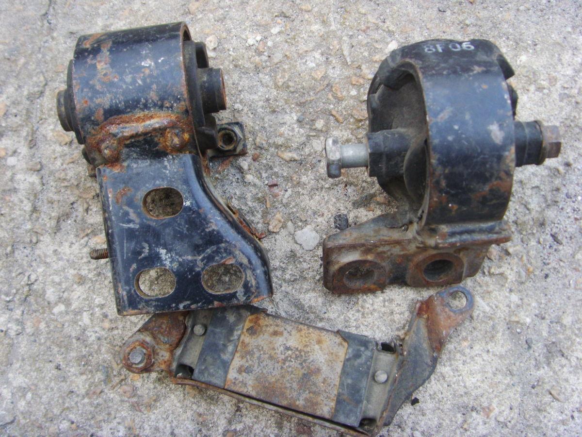 Фото 2 - На Mazda 626 до 91 г.в. 2,0 бенз. (FE, FE-T) подушки двигателя и КПП.