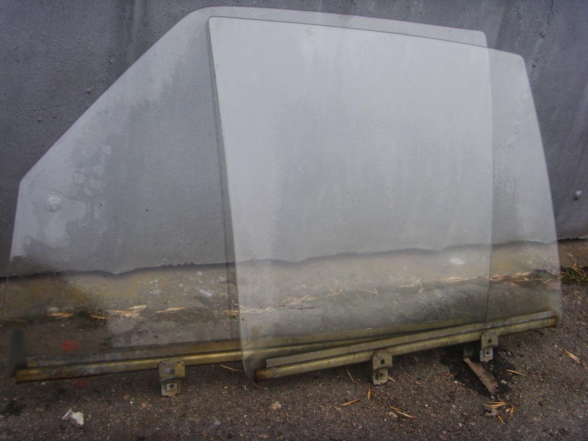 Фото 4 - На MERCEDES 123 боковые стёкла дверей седана.