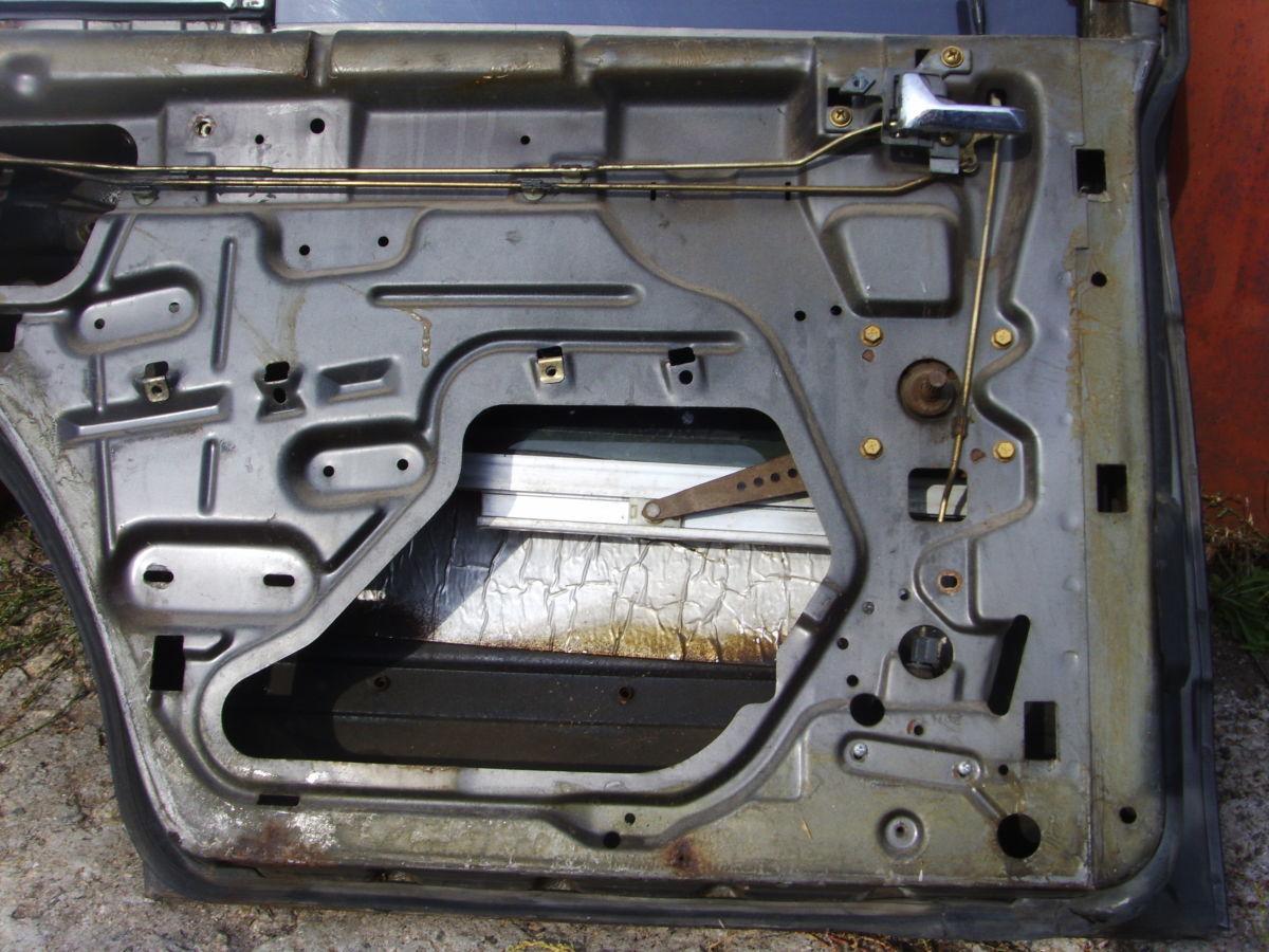 Фото 8 - На MERCEDES 126 задние двери в сборе со стёклами..