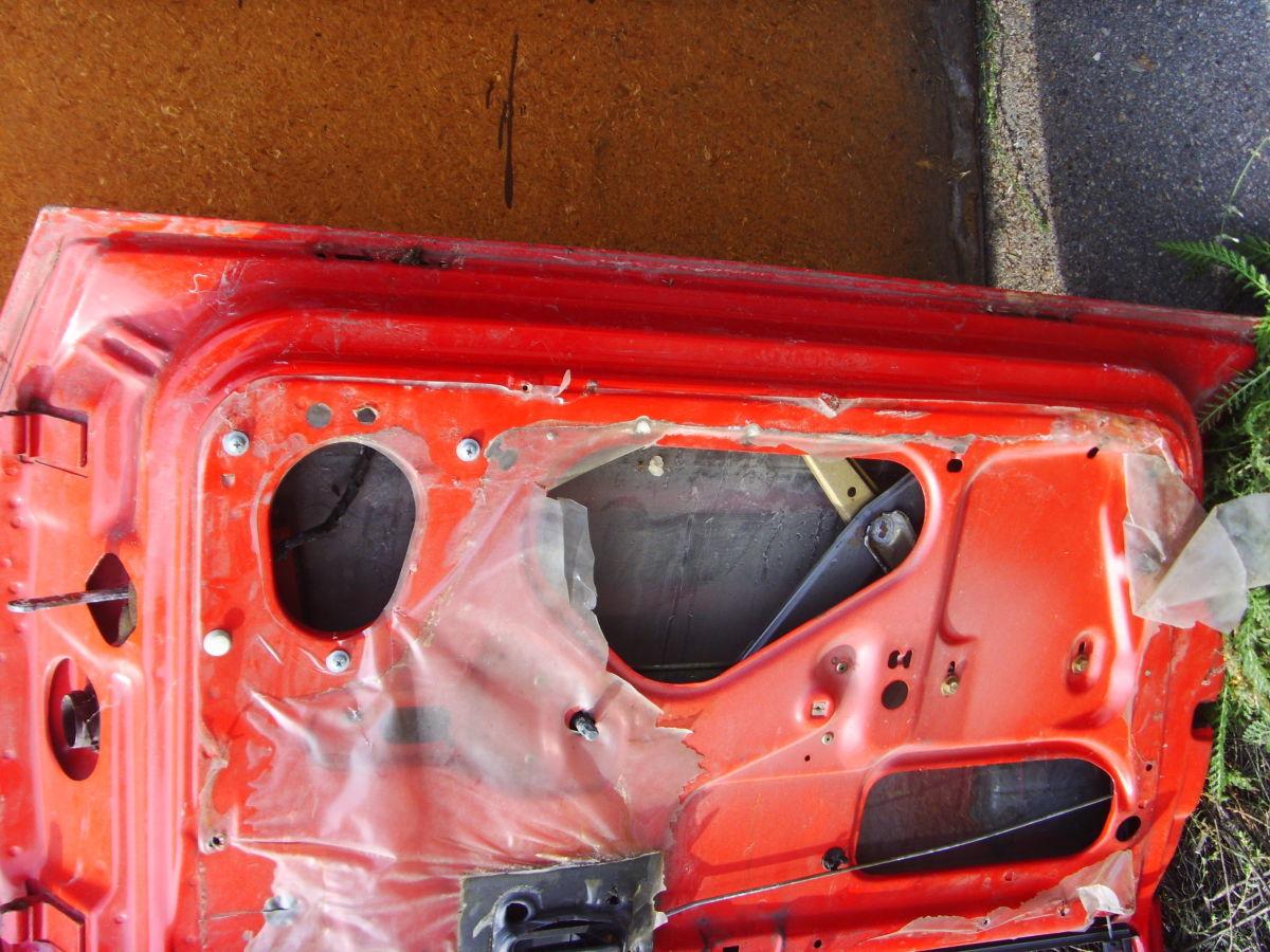 Фото 2 - На OPEL VECTRA A двери кузова красные. 600 грн.