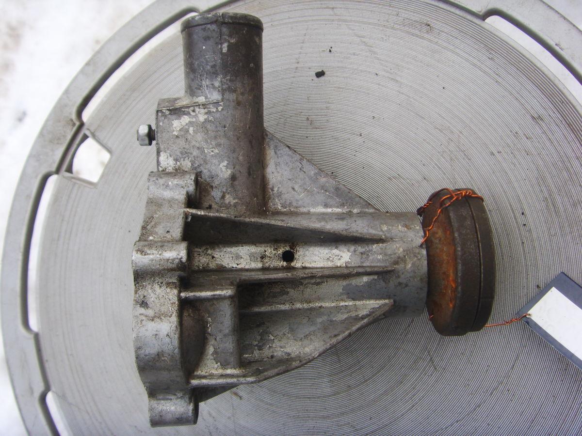 Фото 2 - На Volvo 240 – 245 (В21) помпа системы охлаждения. 300 грн.