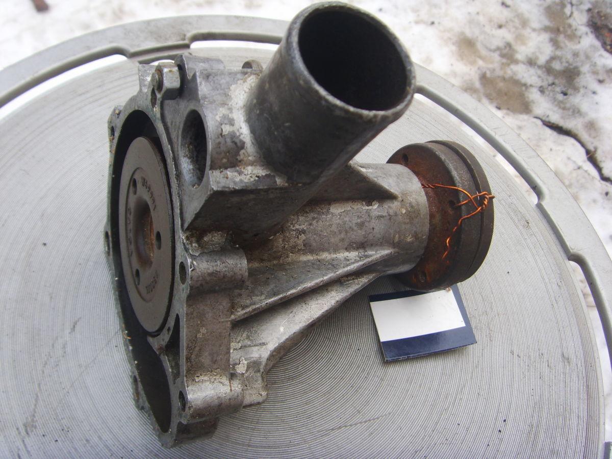 Фото 4 - На Volvo 240 – 245 (В21) помпа системы охлаждения. 300 грн.