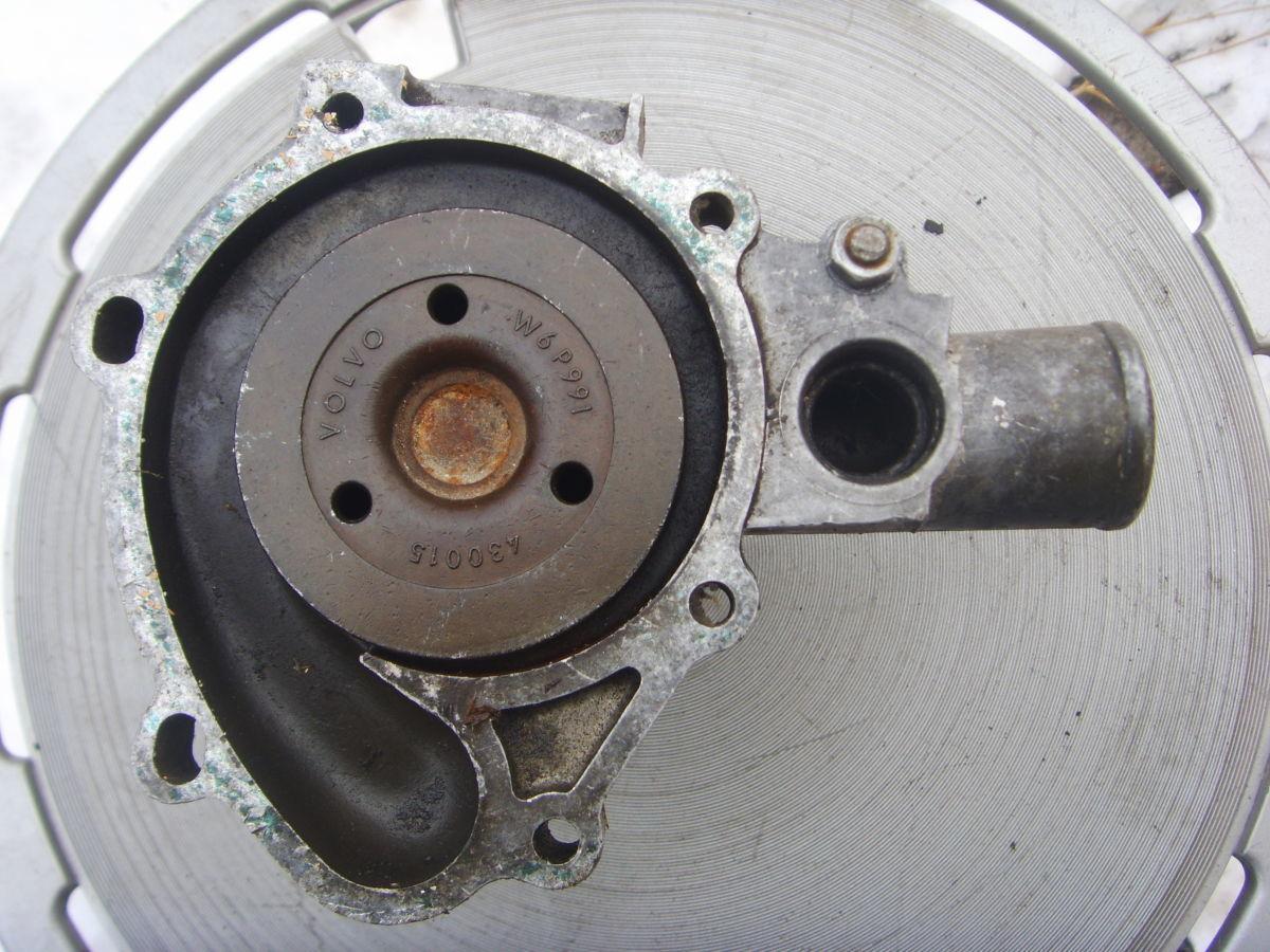 Фото 3 - На Volvo 240 – 245 (В21) помпа системы охлаждения. 300 грн.