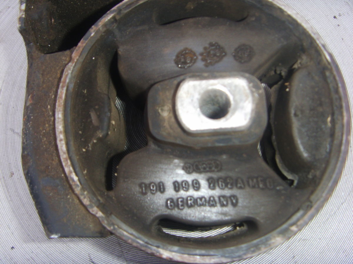 Фото 3 - На VW Golf 2, Jetta 2 (1,6 D, TD ) подушка опирания двигателя.