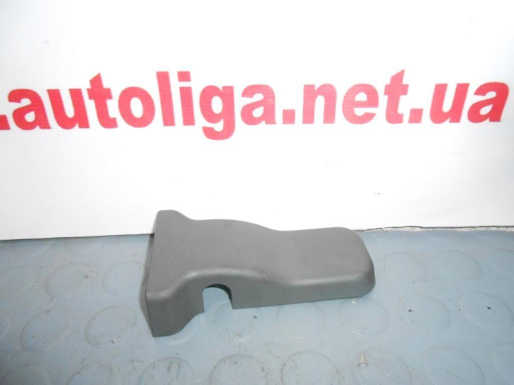 Фото - Накладка фиксатора сидений (MR655392) MITSUBISHI Pajero III 00-06