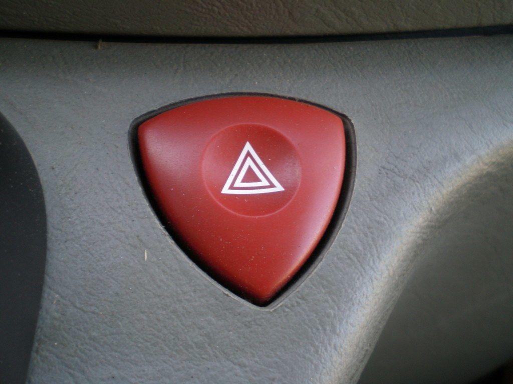 Фото - Кнопка аварийки Opel Vivaro