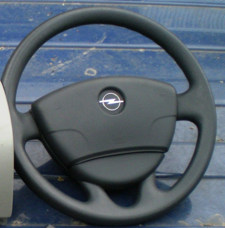 Фото - Подушка безопасности водителя Airbag Opel Vivaro 2010-2014