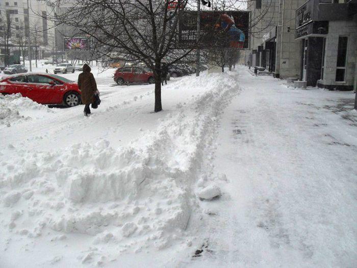 Фото 2 - Уборка снега. Очистка тротуаров от снега. Снегоуборочные работы.