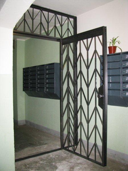 Фото 4 - Перегородки тамбурные решетки металл