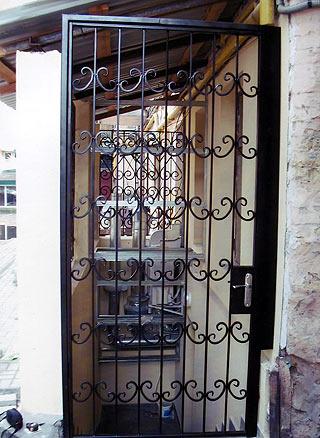 Фото 3 - Перегородки тамбурные решетки металл