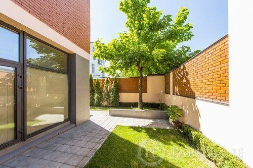 Продам будинок(670м2) с дизайнерським ремонтом біля Лаври