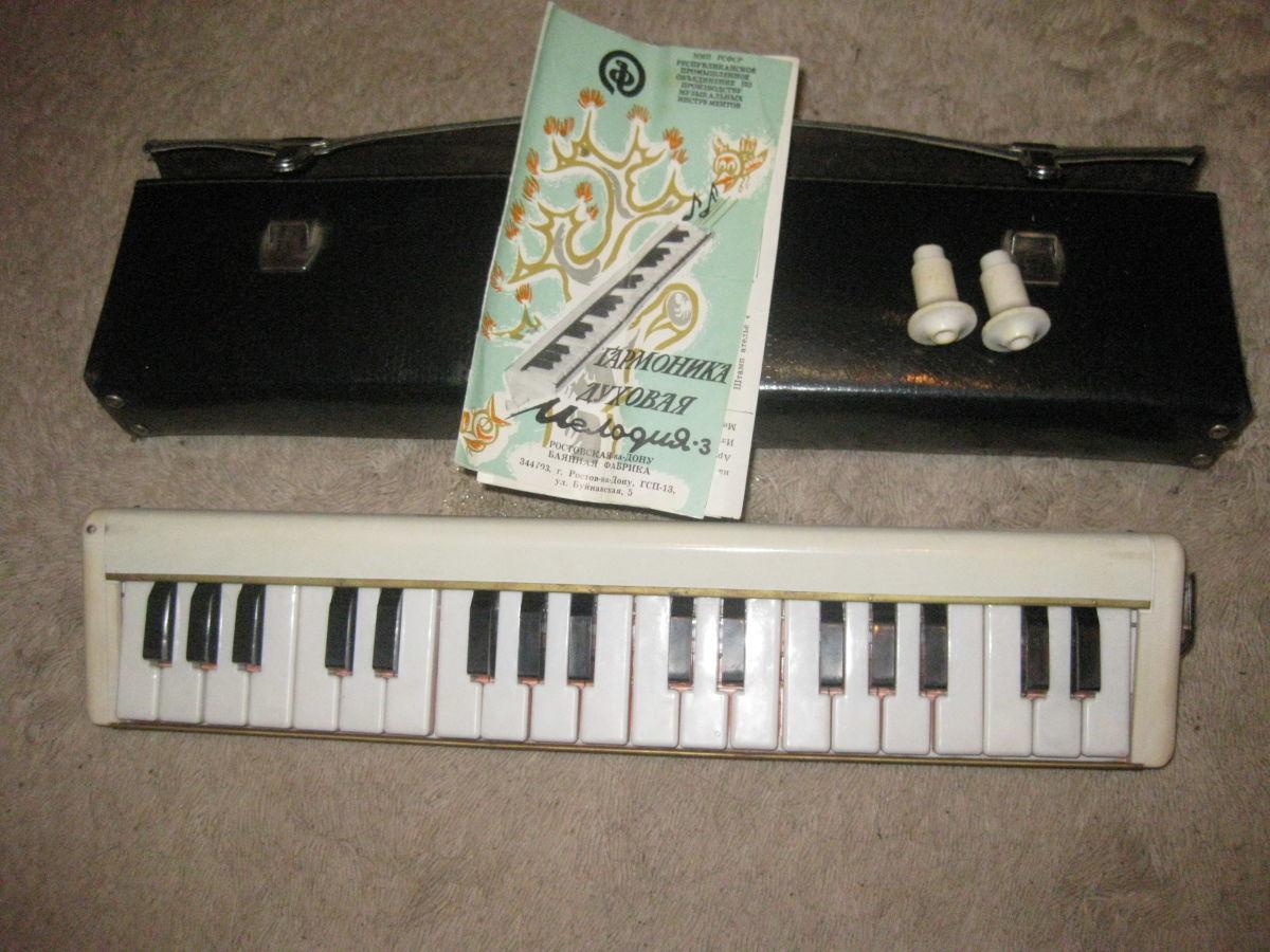 Продам духовую гармонику Мелодия - 3 (пианика) в отличном состоянии