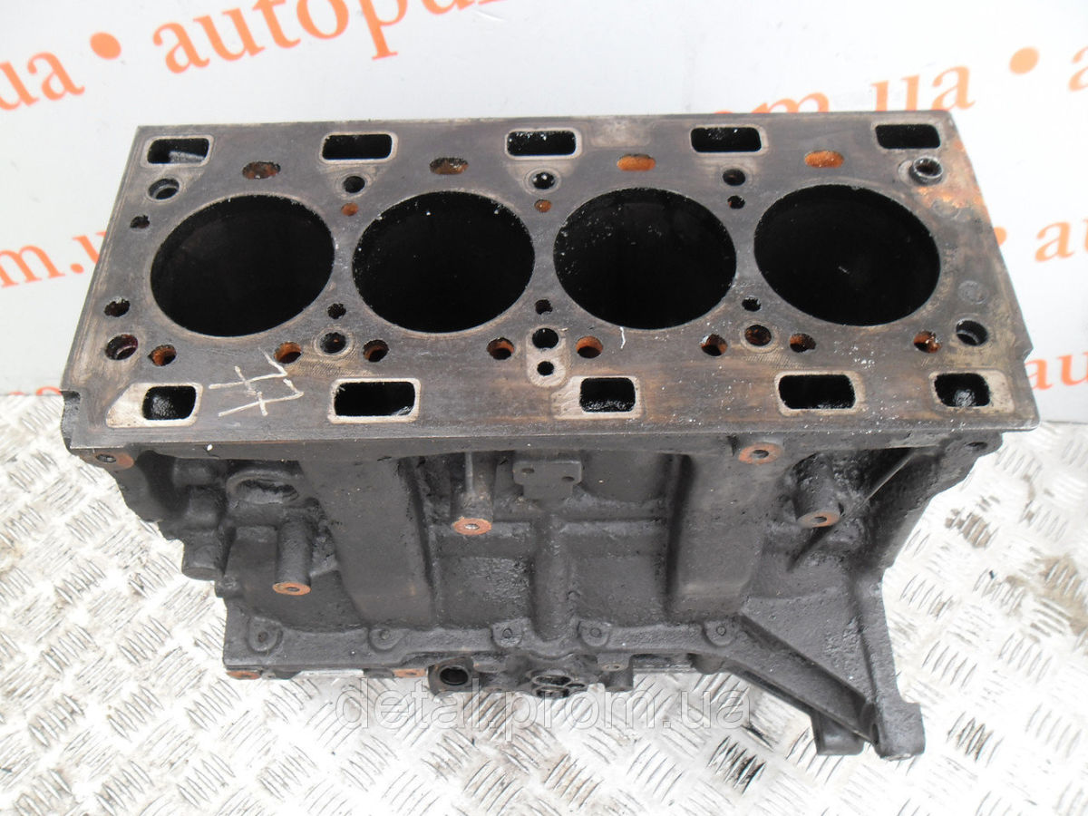 Блок цилиндров на Renault Trafic 2.5 dci (Рено Трафик)