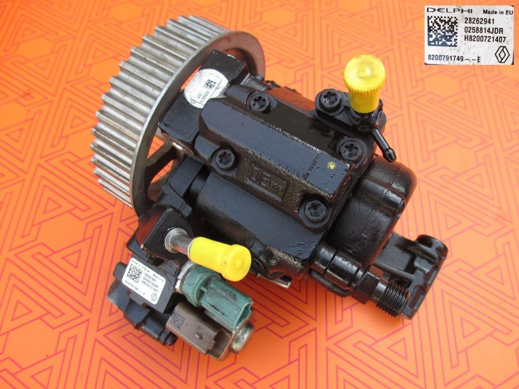 Топливный насос на Renault Kangoo 1.5 dci. ТНВД к Рено Кенго 28262941
