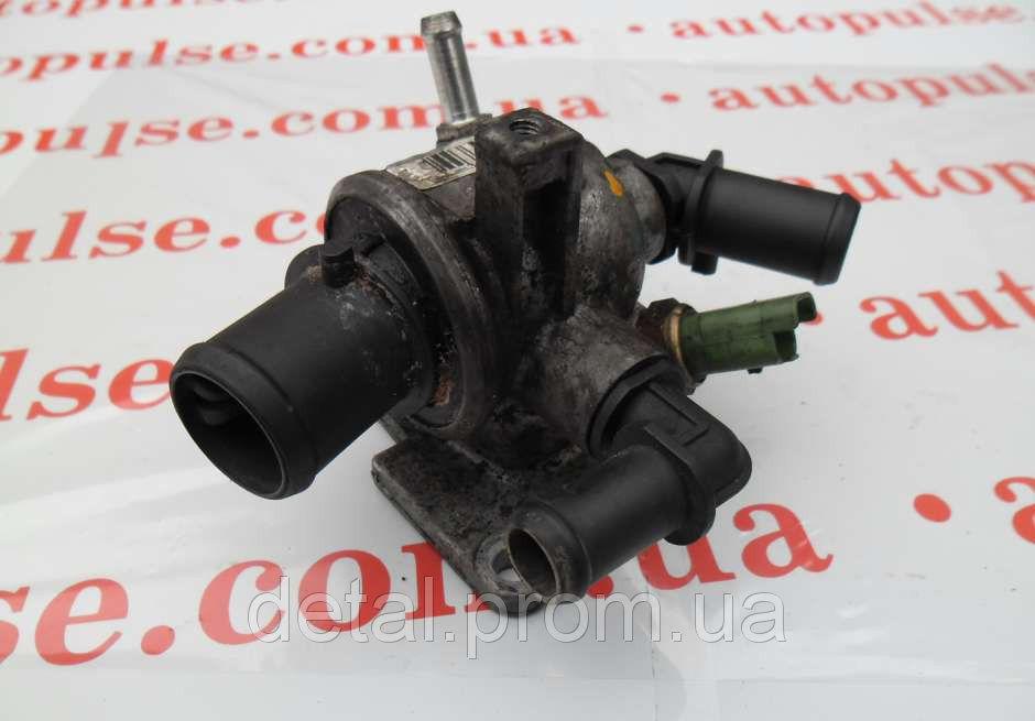 Корпус термостата на Opel Combo 1.3 CDTI (Опель Комбо)