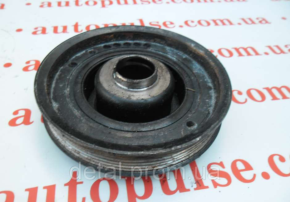 Шкив коленвала на Opel Vivaro 2.5 cdti