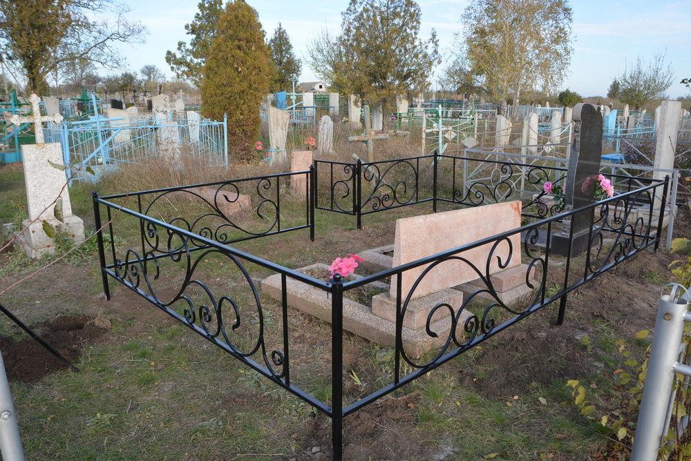 Фото 2 - Оградки кованные, ритуальные на могилу.
