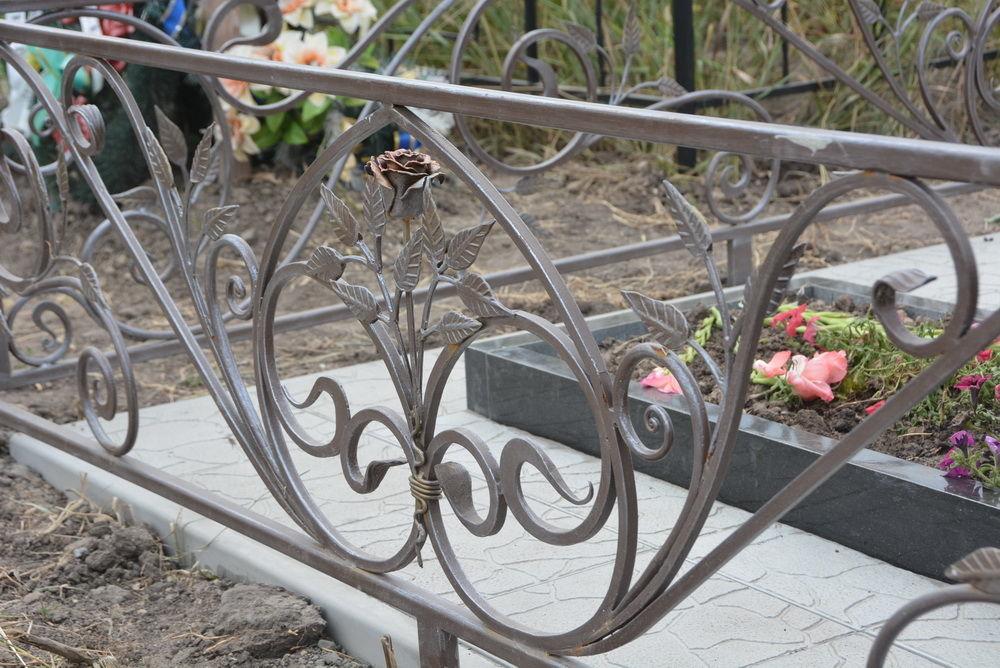 Фото 5 - Оградки кованные, ритуальные на могилу.