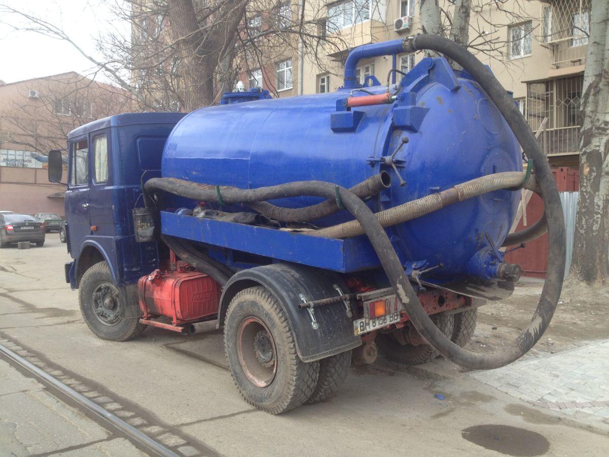 Откачка и вывоз жидких отходов. Промывка и очистка канализации.