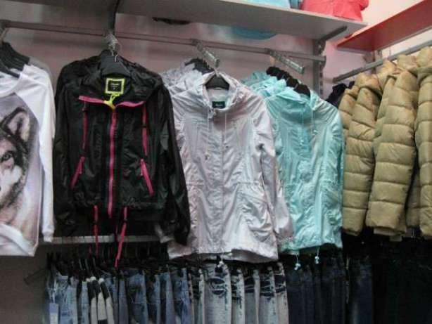 Продам торгове обладнання (меблі і стелажі) з магазину одягу та взуття ba173fb66ae36