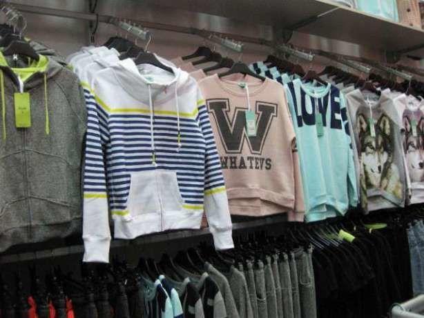 Продам торгове обладнання (меблі і стелажі) з магазину одягу та взуття  2  900 грн. - Вітрини 4adf9dec121ba