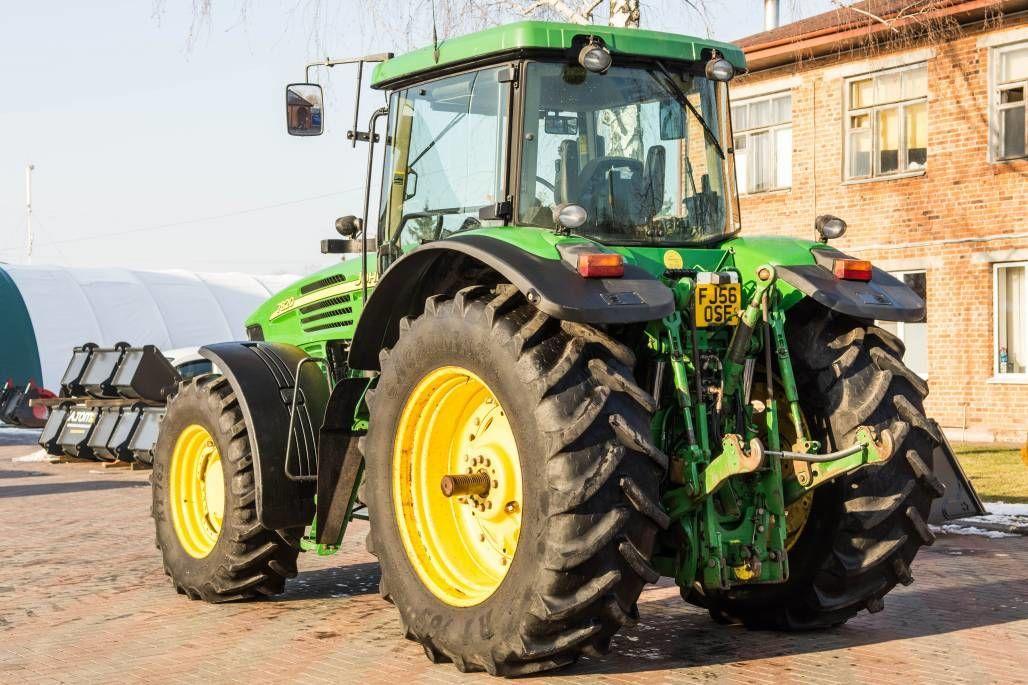 Колёсный трактор John Deere 7820
