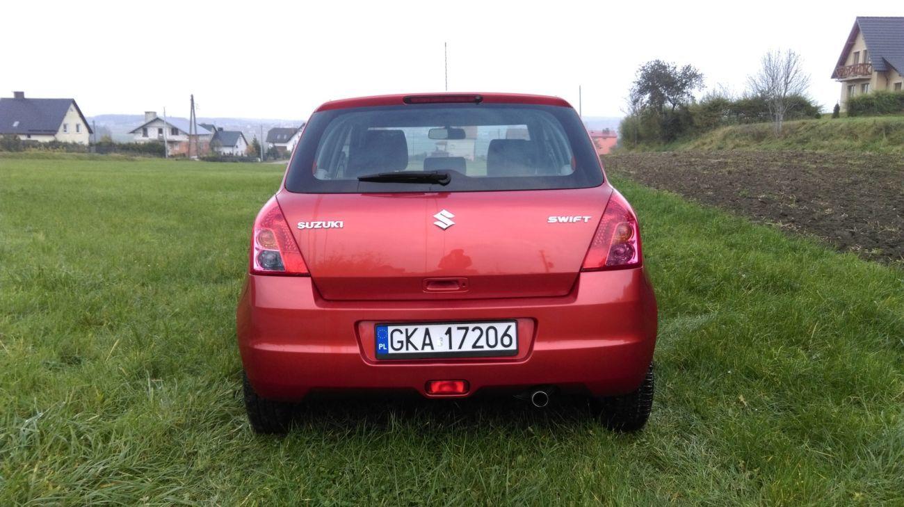 Suzuki Swift IV (Сузуки Свифт) Стекло багажника 2004-2010 год.