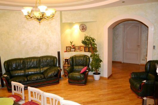 Продажа трехкомнатной квартиры метро Пушкинская Сталинка с лифтом