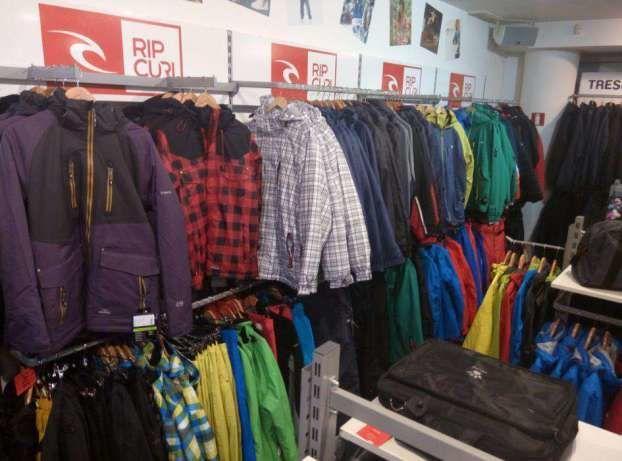 Розпродаємо торгове обладнання (стелажі та стійки) під одяг або взуття 157306ef626c1