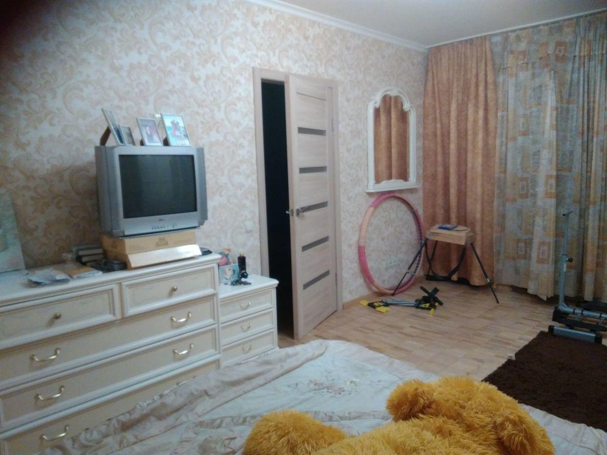 Фото - Продам холловую 4х комнатную квартиру, 2 мин. ходьбы м.Академгородок