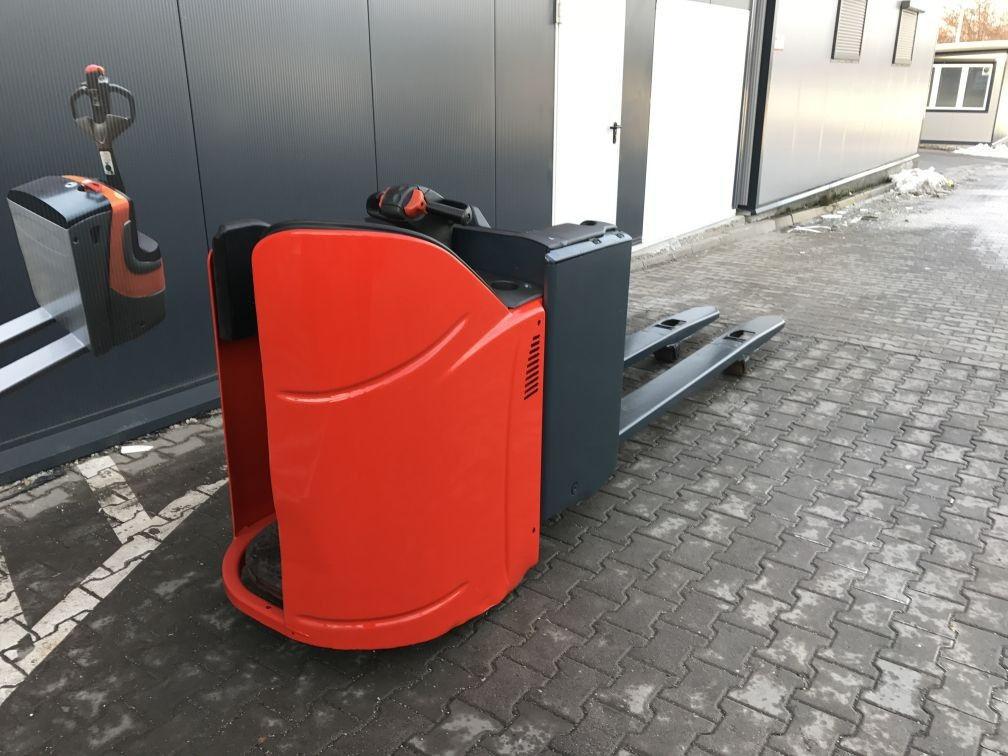 Электротележка LINDE T 20 SP 2012 вантажопідйомність 2000 довгі вила