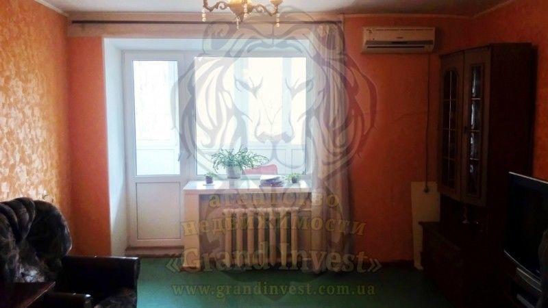 Трёхкомнатная квартира в кирпичном доме на Острове, в районе Ракеты.