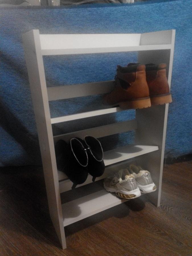 Этажерка из трех полок для обуви и одной полки для вещей из ДСП.