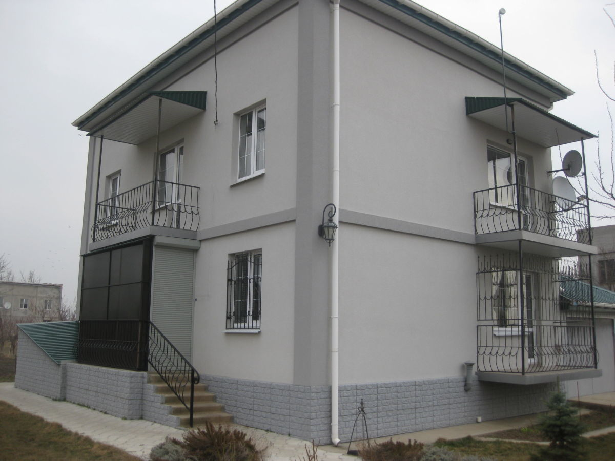 Современный дом в пригороде!