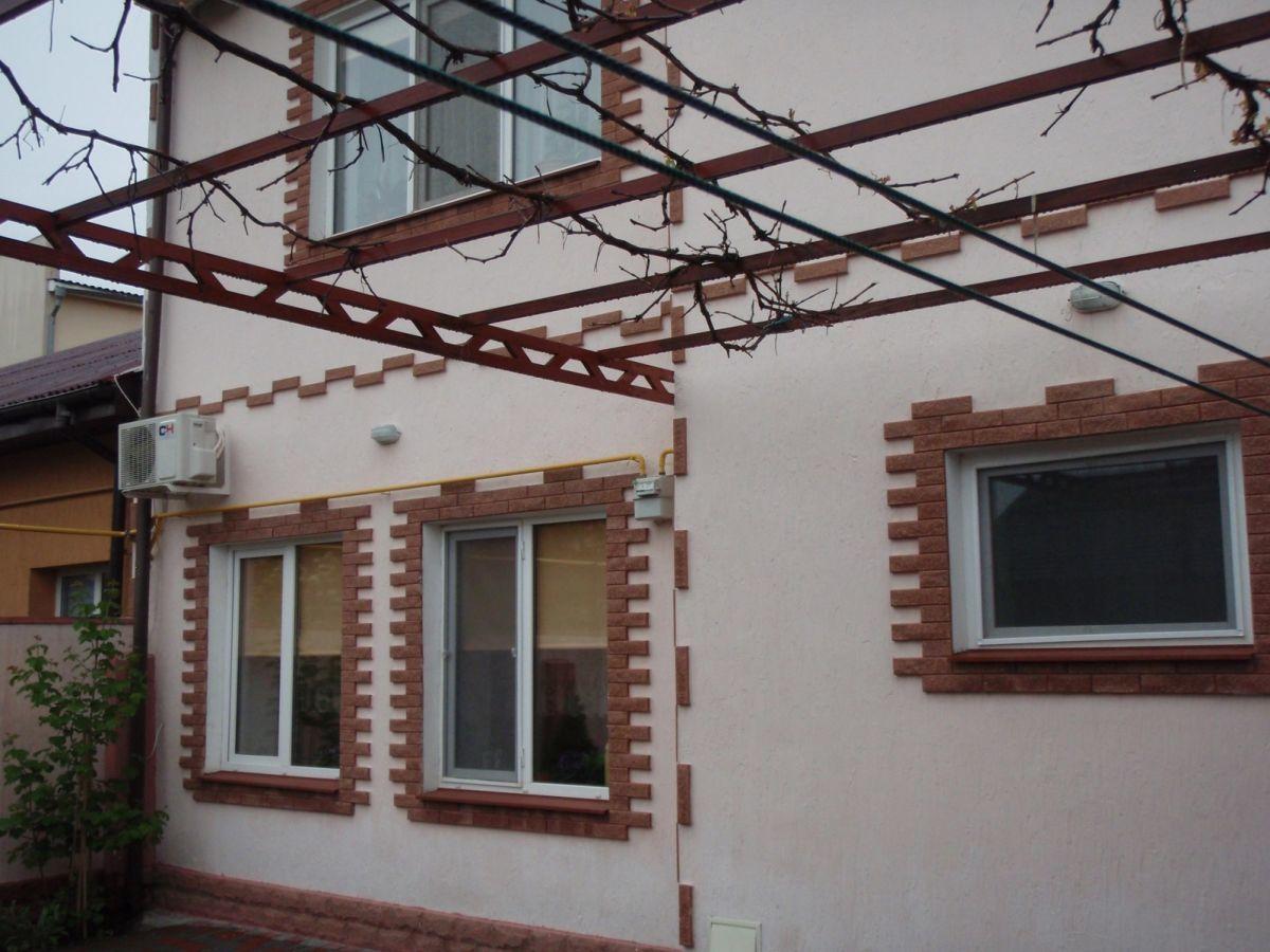 добротный 2 этажный дом Немировича Данченко.
