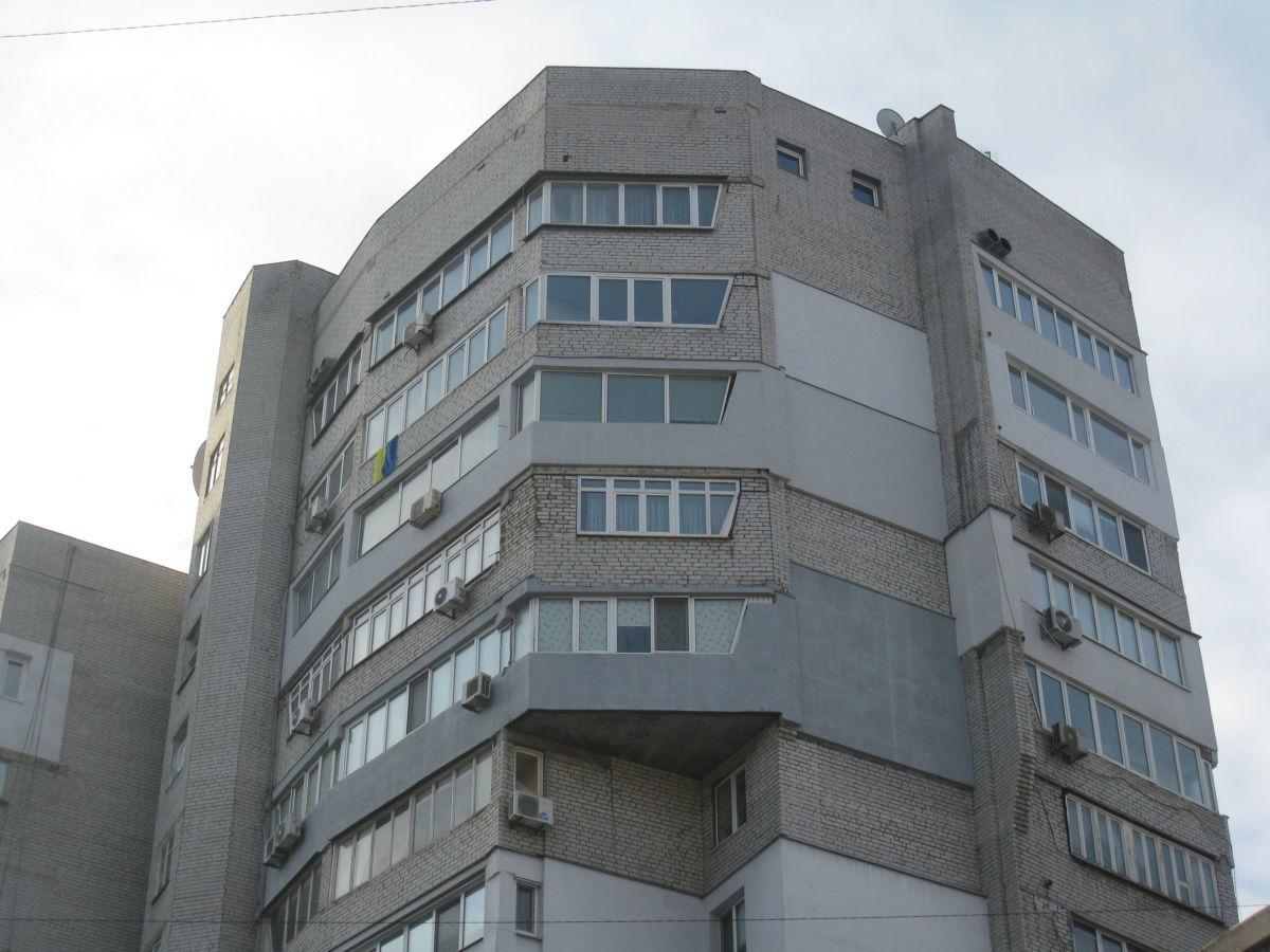 Продам 3-х ком.видовую квартиру в центре.