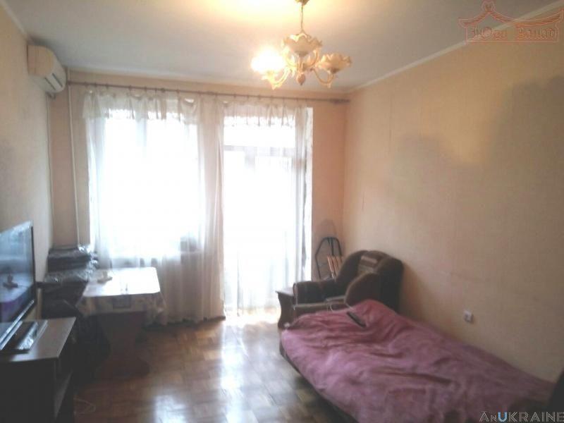 """Продается!2-комнатная квартира """"сталинкa"""" в Центре."""