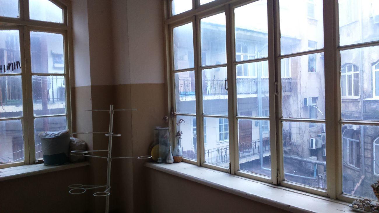 Просторная квартира с большой  гостиной на Канатной