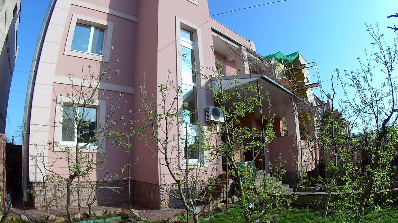 Добротный качественный дом, таких мало в нашем городе!