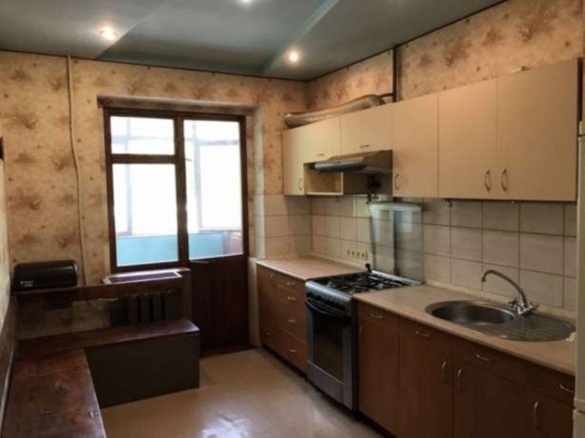 Продается 5-комнатная квартира на ул. Ак. Королева