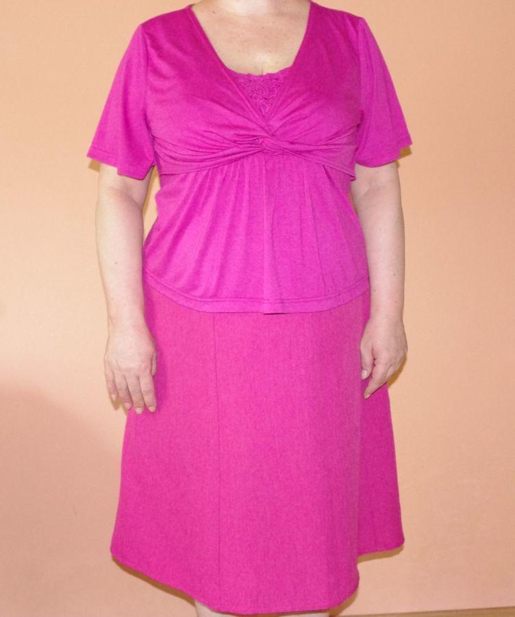 Блузка летняя новая красивая с кружевной отделкой цвета фуксии 54 раз.