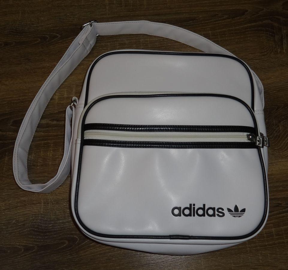 фирменная сумка через плече Adidas