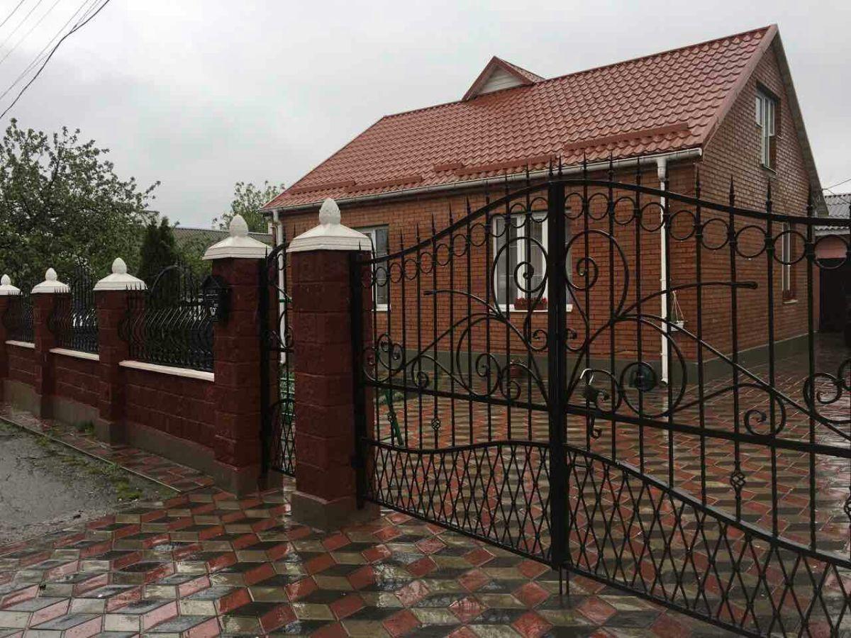 Продам сучасний будинок в м. Здолбунів