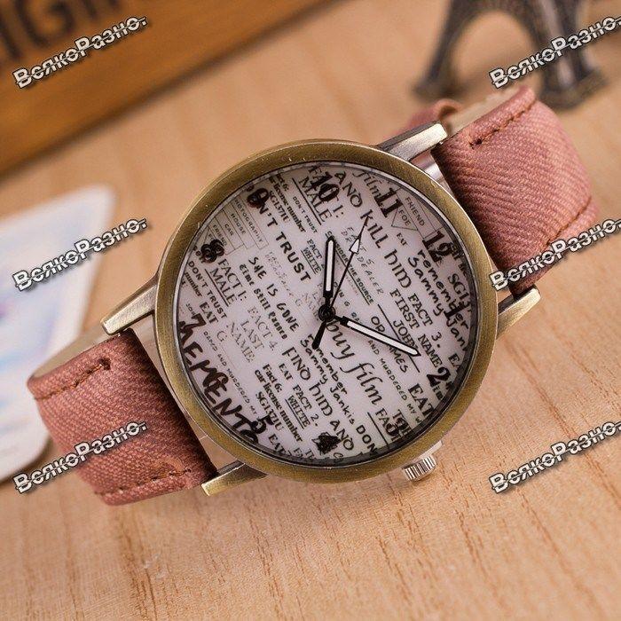 Женские наручные часы с циферблатом в стиле старой газеты.