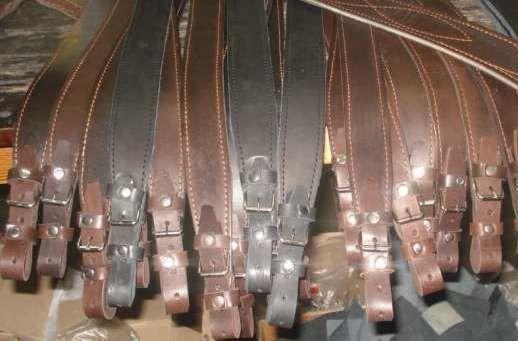 Ремни на ружье коричневого цвета кожаные