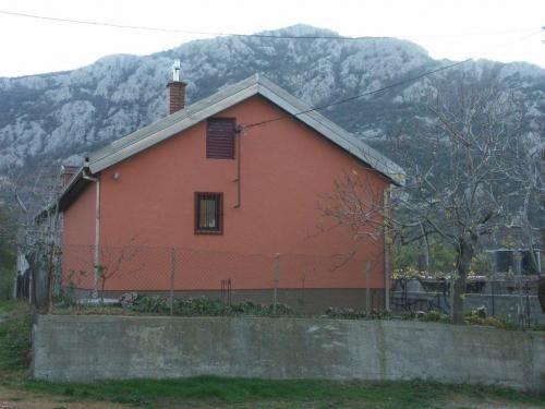 Черногория: ДОМ В ГОРОДЕ ЧАНЬ (003100)